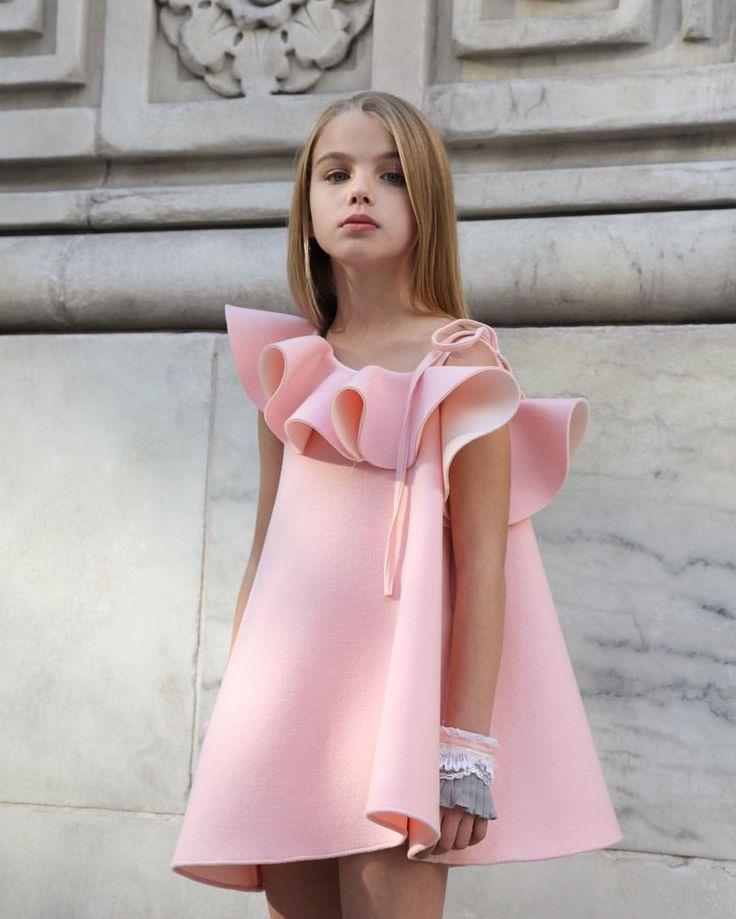 403 отметок «Нравится», 84 комментариев — airfish (@airfish_official) в Instagram: «@grace__anais with #airfish  blossom dress . #에어피쉬#airfish»