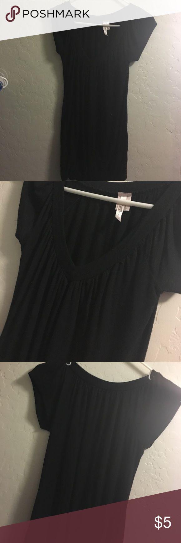 Black dressy top Black scrunchy but tighter at bottom, v neck short sleeve. Rue 21 Tops Tees - Short Sleeve