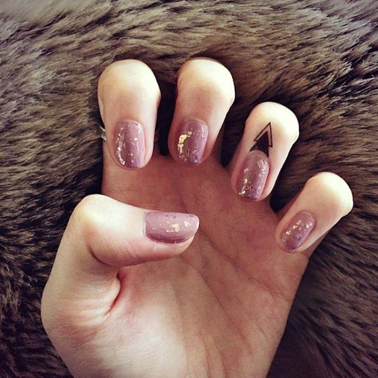Tatouages aux doigts minuscules   – Ink Me Up