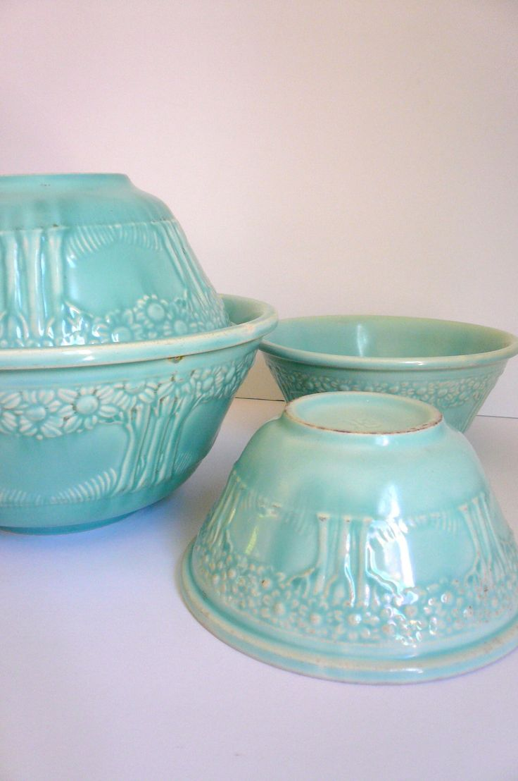 Vintage RARE Homer Laughlin Apple Tree Mixing Bowl Set (4). Pretty design.