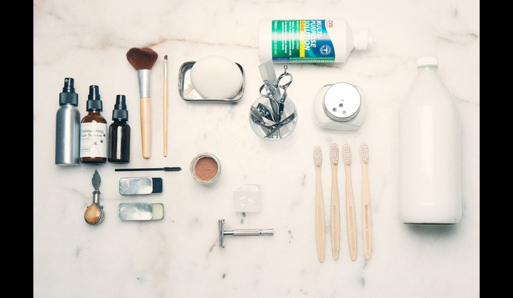 All cabinet bathroom is on this photo. Compostable toothbrushes, baking soda as a toothpaste, alum stone deodorant replaces. Next up: the cocoa powder used as blush, lip balm and mascara are home-made. Only lotion for contact lenses and sunscreen were purchased in their packaging.