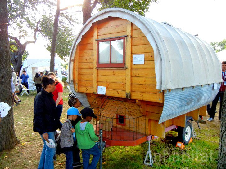 Super Tiny Whittled-Down Wagon Home Comes with a Cat Observation Deck