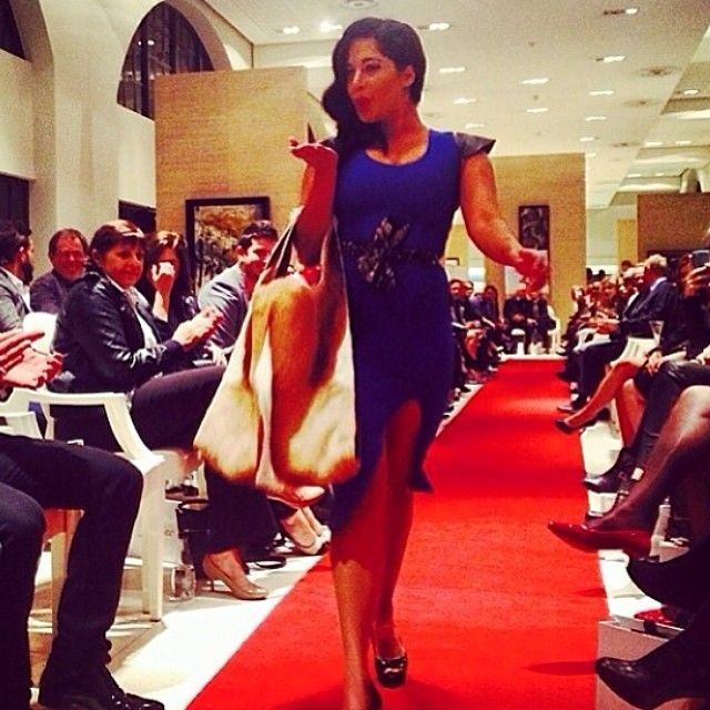 Zakeeya Patel Rocking that style down the runway with her KHOSINKOSI dress and Samantha Louise Bag #Freeme #catwalkcalling