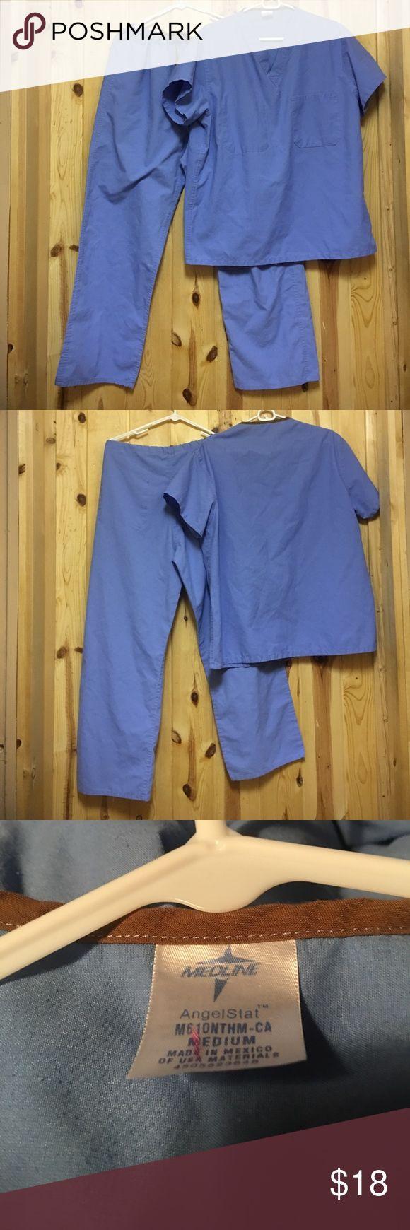 "Med line Scrub Set Medium Reversible GUC Med line Scrub Set Medium Reversible GUC Ceil Blue Inseam  28"" Medline Other"