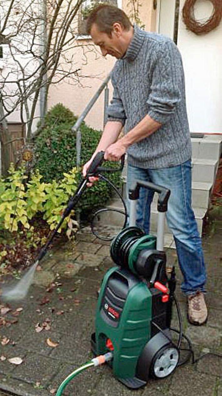 """Bei hartnäckigen Verschmutzungen hilft oft nur ein Hochruckreiniger. Wir stellen Ihnen die aktuellen Testsieger der belgischen und französischen Testmagazine """"Test Achats"""" und """"Que Choisir"""" vor. Und: Ein Modell von Bosch, das wir im eigenen Garten getestet haben."""