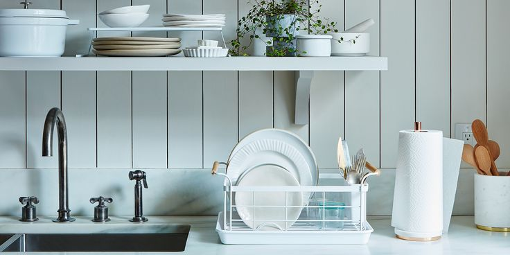 We finally found it! A dish rack that looks neat on your countertop and (dare we say) is good looking.