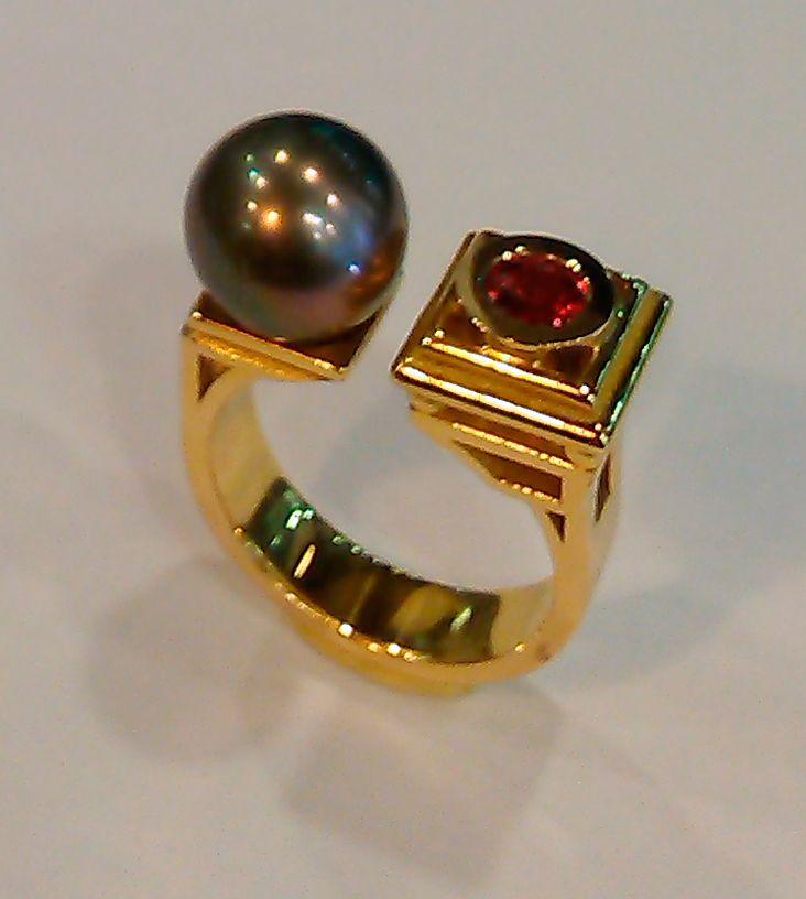 Bague Perle & saphir  #tournaire #jewels #jewelry #luxe #perle #pearl #bague #ring #saphir