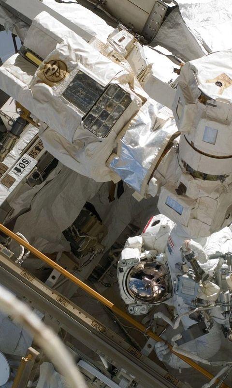 480x800 Wallpaper cosmonauts, survival suits, ship, case, repair, equipment, flight, weightlessness