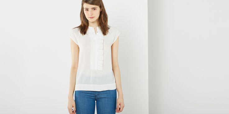 Blusa volante con cuello caja y manga ranglán corta. Cierre con botones a presión ocultos. Mujer,Camisas y Blusas,Blusas Sfera