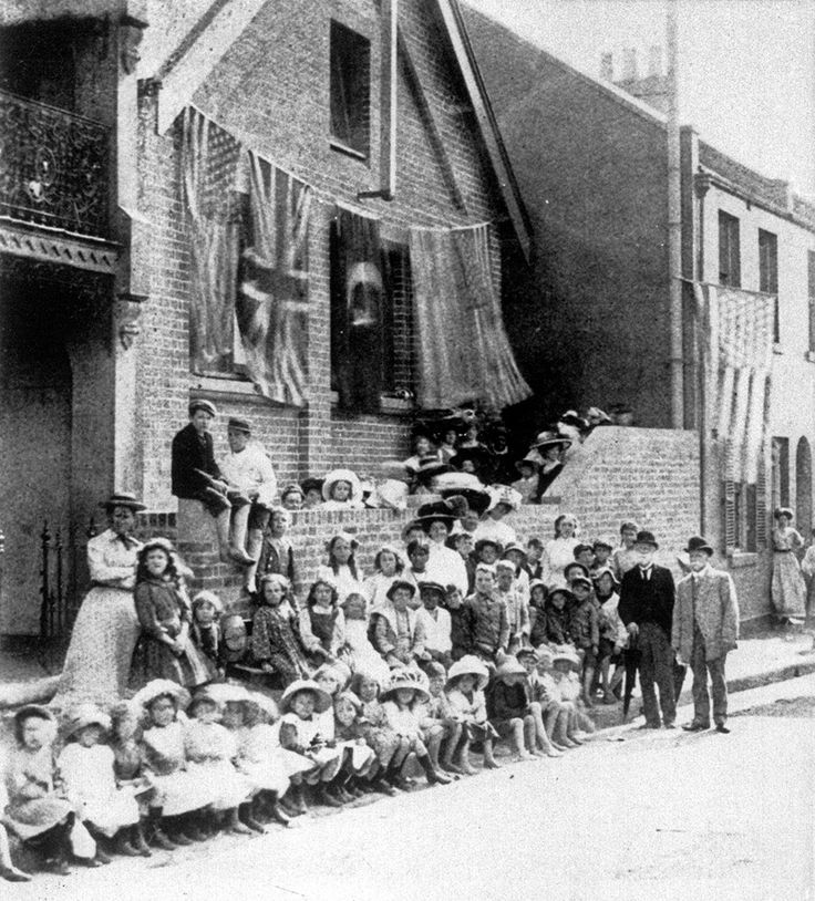 Jubilee School on lower Campbell St,Surry Hills in Sydney in 1912.The school was a ragged school,one that was organised by charitable institutions for destituted children.