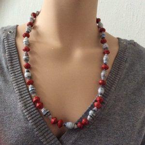 Ketting gemaakt van papieren kralen, paperbeads necklace