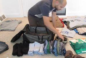 Vidéo: les astuces pour faire tenir un mois de vêtements dans une valise