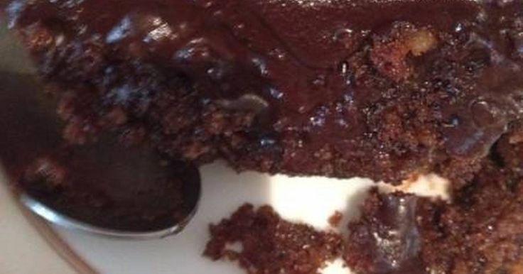 Εξαιρετική συνταγή για Καρυδόπιτα με σοκολάτα 4. Καρυδόπιτα με μπόλικη σοκολάτα, αμύγδαλα και φουντούκια! Λίγα μυστικά ακόμα Εάν το ταψί σας είναι μεγαλούτσικο, δεν θέλει πολλή ώρα ψήσιμο.Μπορείτε να βάλετε όποιο ξηρό καρπό θέλετε. Από φουντούκια μέχρι φιστίκια και κάσιους!