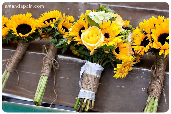 "Sunflowers are a gorgeous option for summer or fall weddings!  Notice the twine for a ""rustic"" look!Ideas, Yellow Rose, Sunflowers Bouquets, Sunflowers Wedding, Wedding Bouquets, Bridesmaid Bouquets, Fall Wedding, Sunflower Weddings, Yellow Flower"