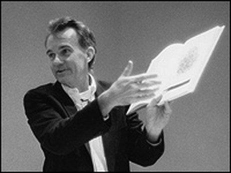 Edward Tufte makes a point during a seminar.