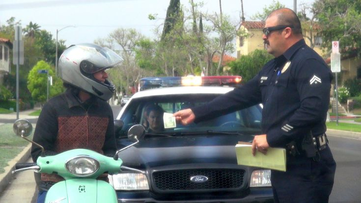 Good Cop Prank Gives Drivers After Being Pulled Over