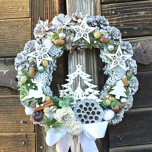 Hydrangea / Vianočný veniec na dvere so stromčekom