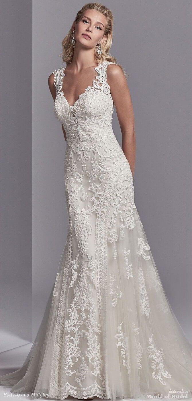 Dieses Hochzeitskleid verfügt über auffällige Spitzenmotive, die
