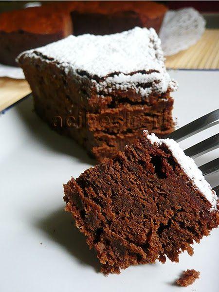 Hacía algo más de un año que mi amiga Rosa  me habló de esta maravilla: la torta negra venezolana. Decía que era lo más maravilloso que ...