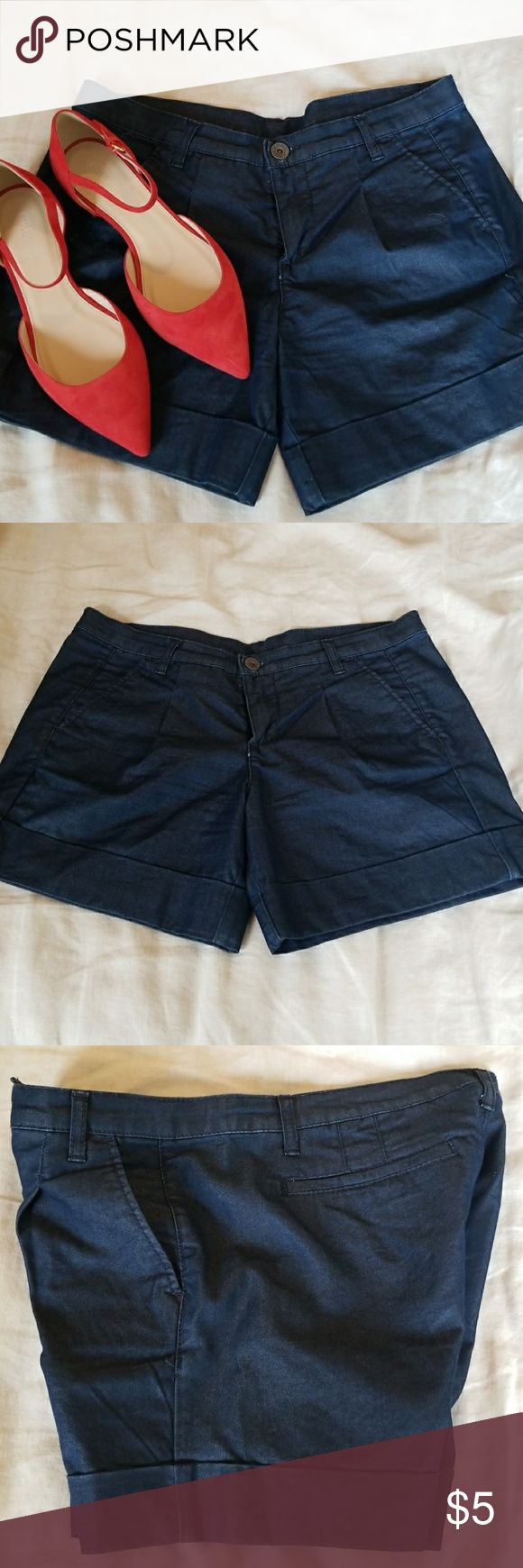 Navy Benetton Jeans Shorts Sz 40 Dark navy shorts with a light sheen finish, a nice alternative to denim. No trades please! The shoes do not come with these shorts but are for sale, check out my other listings! Benetton Jeans Shorts