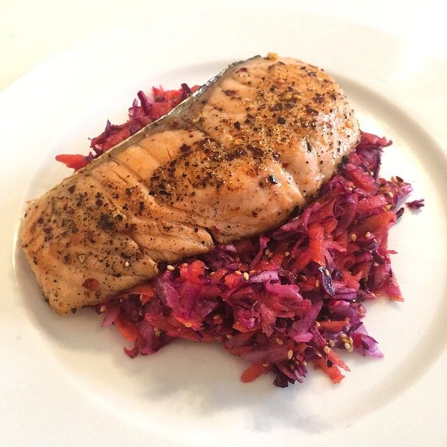 Try this low carb, high fat lunch! Shredded red onion, red cabbage, carrot and radish with extra virgin olive oil, lemon, salt, pepper & toasted sesame seeds. Fry the salmon in Lucy Bee coconut oil & top with crushed chillies! And that right there is #Lea