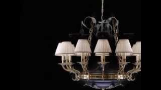 Lampadari in stile e classici di cristallo e ottone.