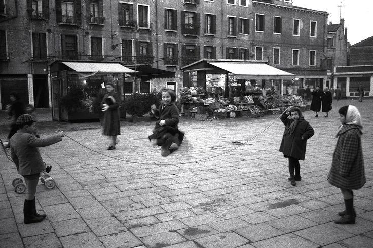 Rope skipping. Venice 1958  Photo: Gianni Berengo Gardin
