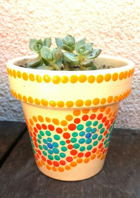 Hand painted flowerpots. Macetas pintadas a mano. Facebook: A'cha Pots. achapots@hotmail.com