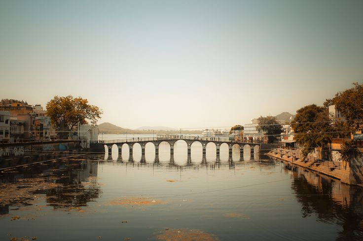 Nice evening light in Udaipur. The bridge over the Pichola lake.
