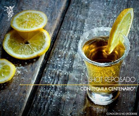 Tequila Centenario Reposado Limón americano Sal Preparación: Escarcha un vaso shot con sal, sirve el Tequila Centenario y decora con el limón.