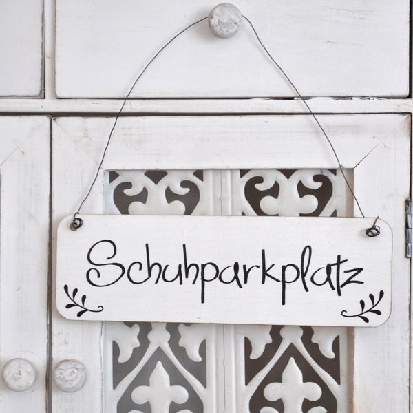 Shabby Chic Schild Schuhparkplatz Holzschild von Shabbyflair-Decorations via dawanda.com