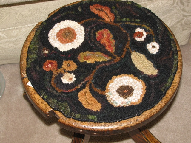 A Nice Hooked Rug By Lori Poole, I Like The Swirl Flow Of The Design