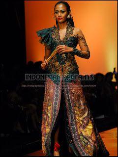 Kebaya Green and batik