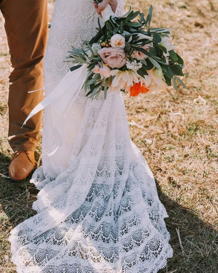 Romantic country style wedding flowers and bouquet