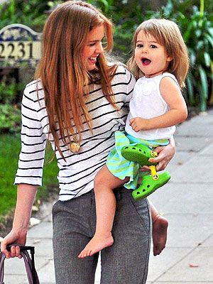 Isla Fisher and Olive: PlaydatePals http://celebritybabies.people.com/2009/10/12/isla-fisher-and-olive-playdate-pals/