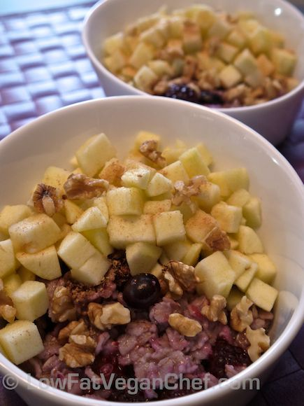 Dr. Fuhrman's Cinnamon Fruit Oatmeal    1 cup water  1 tsp vanilla extract      1/4 tsp cinnamon      1/2 cup old fashioned rolled oats (not instant/quick oats)      1/2 cup blueberries or mixed berries (fresh or frozen)      2 apples, peeled, cored and diced    2 tbsp chopped walnuts      1 tbsp ground flax seed      1/4 cup raisins (optional)