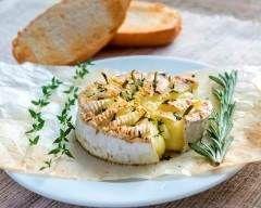 fondue de camembert au miel et romarin : http://www.cuisineaz.com/recettes/fondue-de-camembert-au-miel-et-romarin-78380.aspx