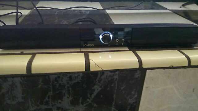 LP-700A usb soundbar connected to small tv with RCA cable