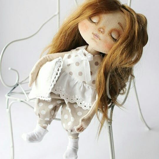 Доброе утро!☁ Моя Сонюшка любит поспать, а кто не любит...? #текстильнаякукла #интерьернаякукла #кукларучнойработы #кукласвоимируками #куклавподарок #кукланазаказ #куколка #идеяподарка #ручнаяработа #шьюкукол #авторскаякукла #коллекционнаякукла #куклаизткани #ручнаяработа #своимируками #декорвдетскую #подарокжене #подарокдевушке #питер #москва #hendmade #doll #artdoll