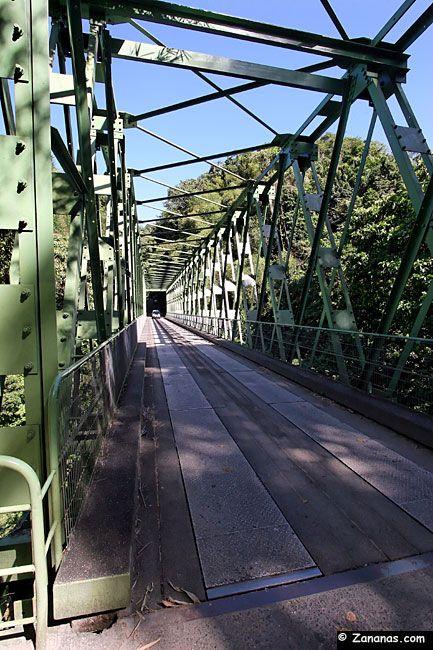Le pont métallique qui mène à la commune de Grand-Rivière dans le nord de la Martinique. Un petit côté Indiana Jones très plaisant !