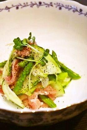 【摘果メロンと生ハムのサラダ】漬物によくする摘果メロン。たまには洋風なサラダでどうぞ。