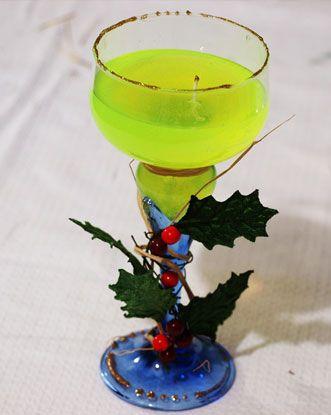 Candela natalizia con cera in gel in coppa da brindisi