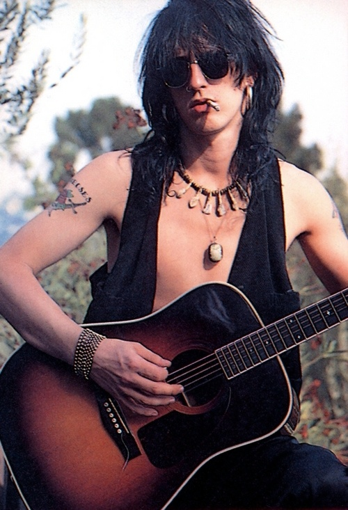Izzy Stradlin, rhytm guitar and vocals of Guns'n'Roses and of Izzy Stradlin Band.