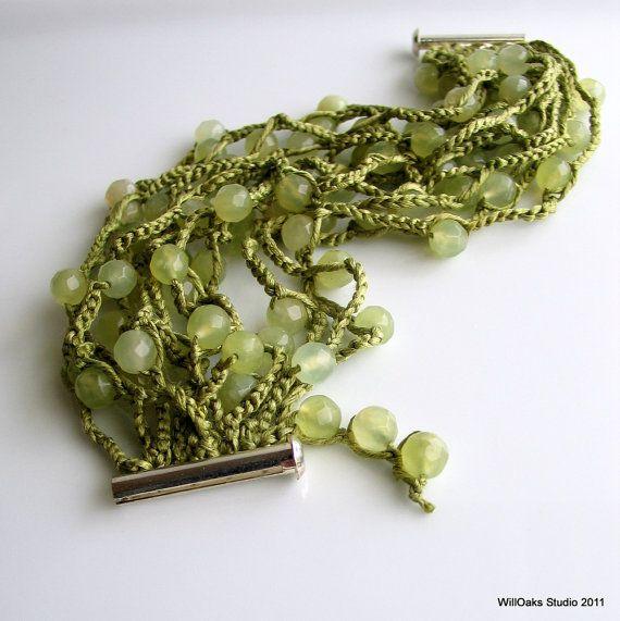 Pietra e seta polsino in mare verde giada pallido verde