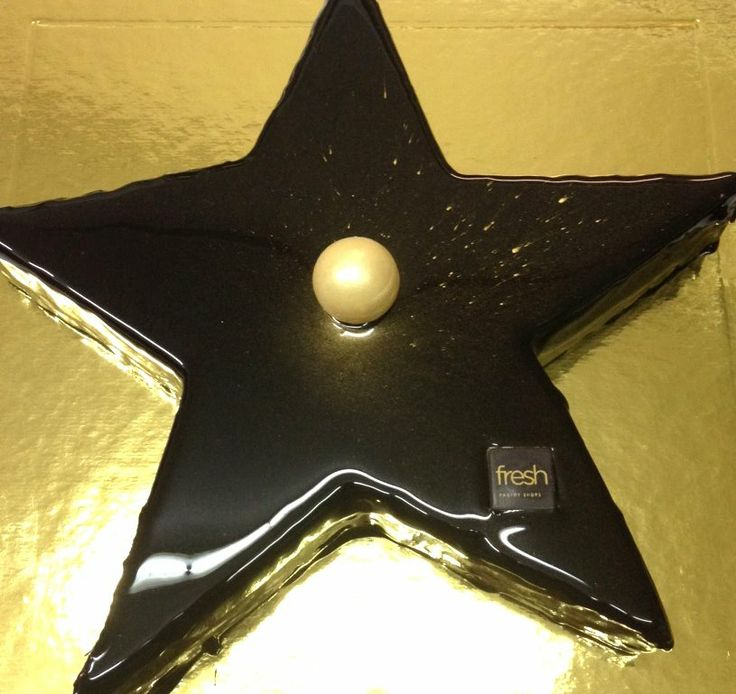 Shiny Star cake... cause we are made of stars after all! #welovefresh #Star_cake