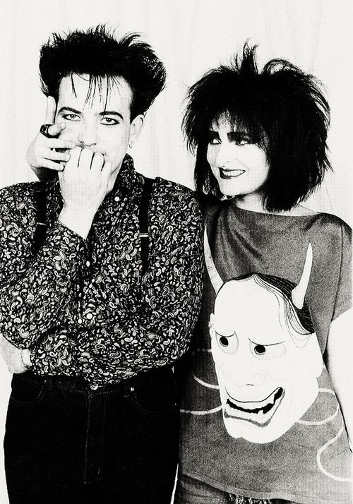 Robert Smith (The Cure) and Siouxise (Siouxise and The Banshees). 1st generation goths
