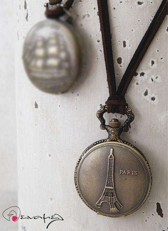 Μεταλλικό ρολόι τσέπης με τον Πύργο του Aiffel στο καπάκι του. Κατάλληλο για διακόσμηση σε βάπτιση με θέμα τον πύργο του Aiffel.  Δίαμετρος 4 εκ