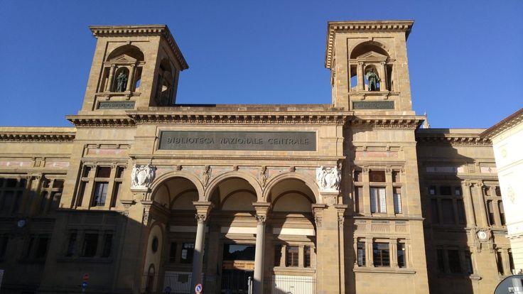 Die National Bibliothek in Florenz, Italien. Den vollständigen Reisebericht zu einem Tag in Florenz und Pisa mit vielen Sehenswürdigkeiten findest du hier!