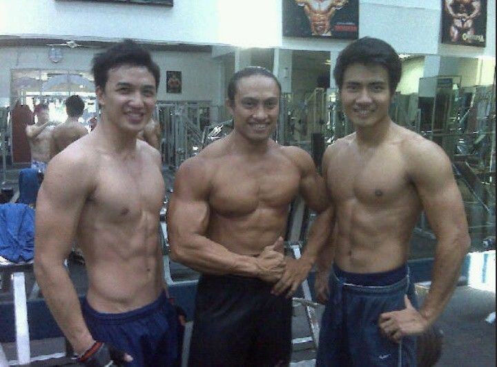 Steven Yoswara // Obert Sharon // Shirtless // Work Out // Muscle // Sixpack // Gym