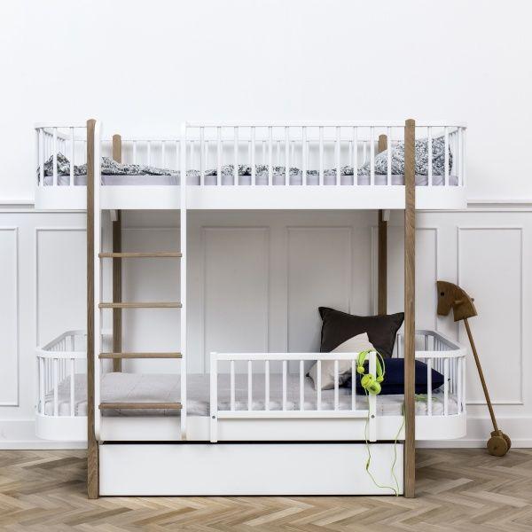 Nyhet ! Wood sengeskuff MÅL: 142 cm/ 94cm/ 24cm Farge : Hvit Praktisk sengeskuff som kan brukes til klassisk seng, sofaseng og køyeseng fra Wood Collection. Forevntet leveringstid ca